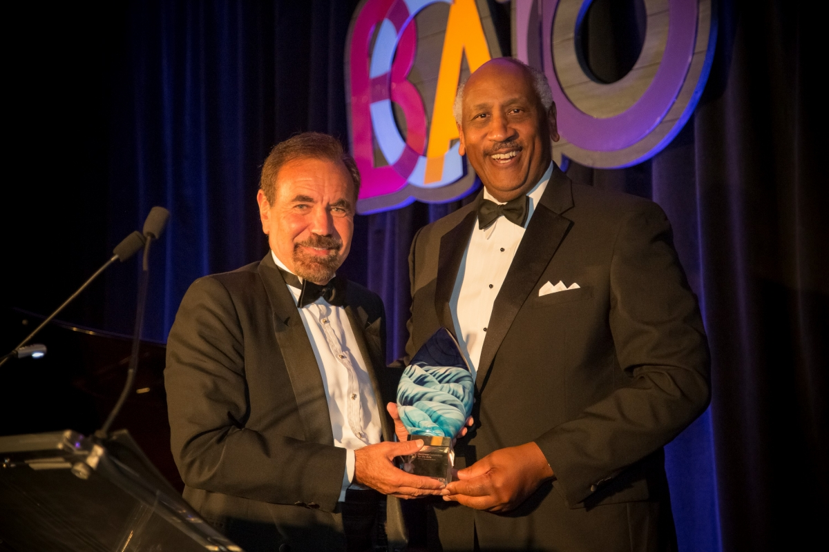 BCA Executive Board member Edgar Smith (right), Chairman and CEO of World Pac Paper, LLC, presents the BCA Leadership Award to Jorge M. Pérez. Photo by Rana Faure.