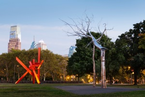 Iroquois (1983-1999). Mark di Suvero (left); Symbiosis (2011, installed 2014), Roxy Paine (right) in Iroquois Park. Photo James Ewing © 2014 for the Association for Public Art.